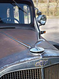 Chevrolet Master Special Eagle 1933 - Z16725 - ornament.jpg