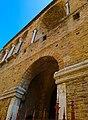 Chiesa di San Salvatore ad Chalchis cosiddetto Palazzo di Teodorico facciata col naso all'insù.jpg