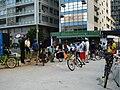 Ciclistas se reunindo na Praça do Ciclista.jpg