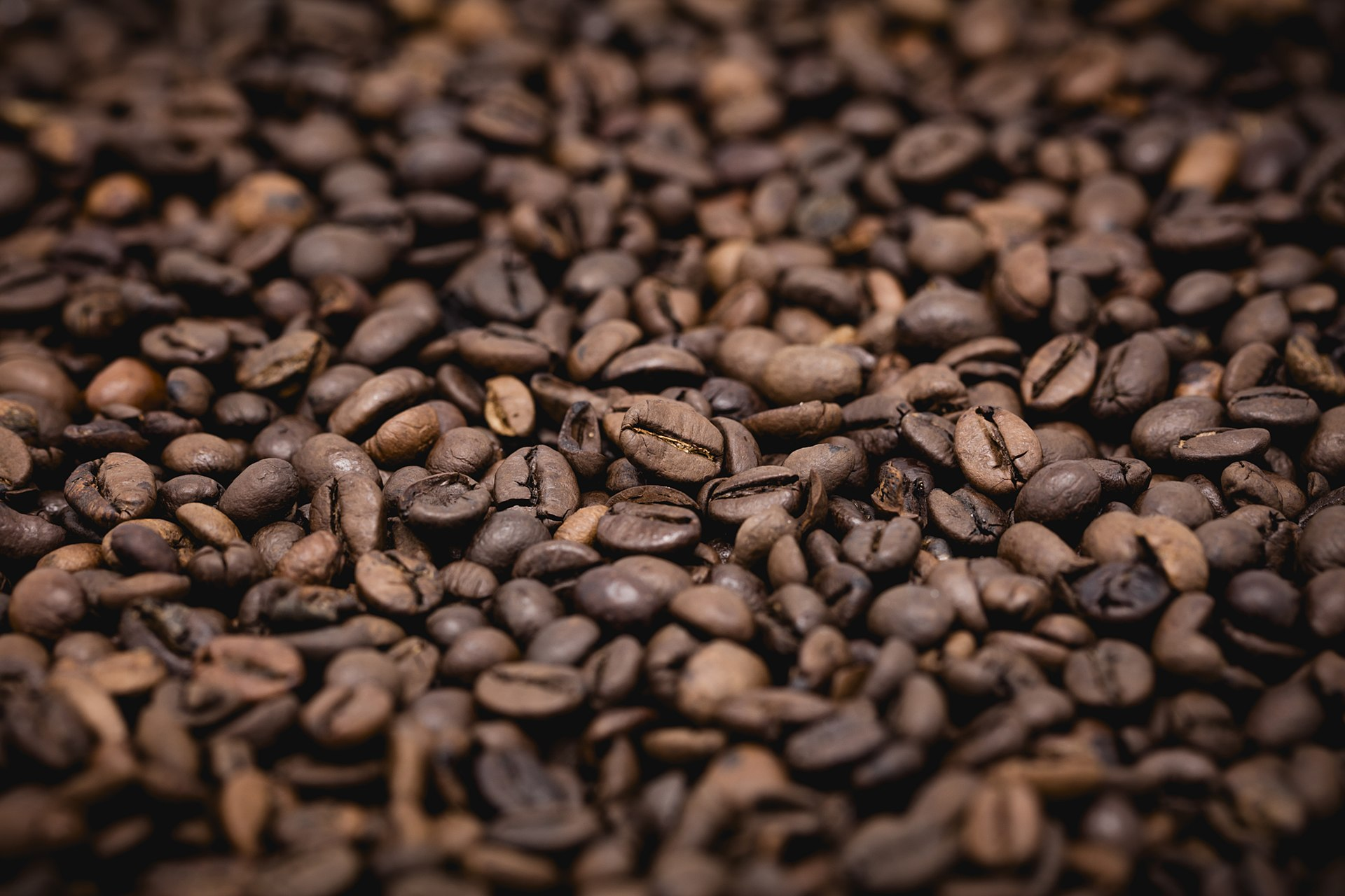 1920px coffee beans2