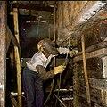 Collectie Nationaal Museum van Wereldculturen TM-20029851 Een lasser aan het werk bij de Curacaose Dok Maatschappij Curacao Boy Lawson (Fotograaf).jpg