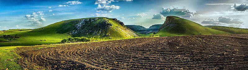 File:Complexul geologic și paleontologic din bazinul râului Lopatnic. În apropierea satului Caracușenii Vechi.jpg
