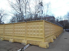 Concrete fence with barbed wire khimki.JPG