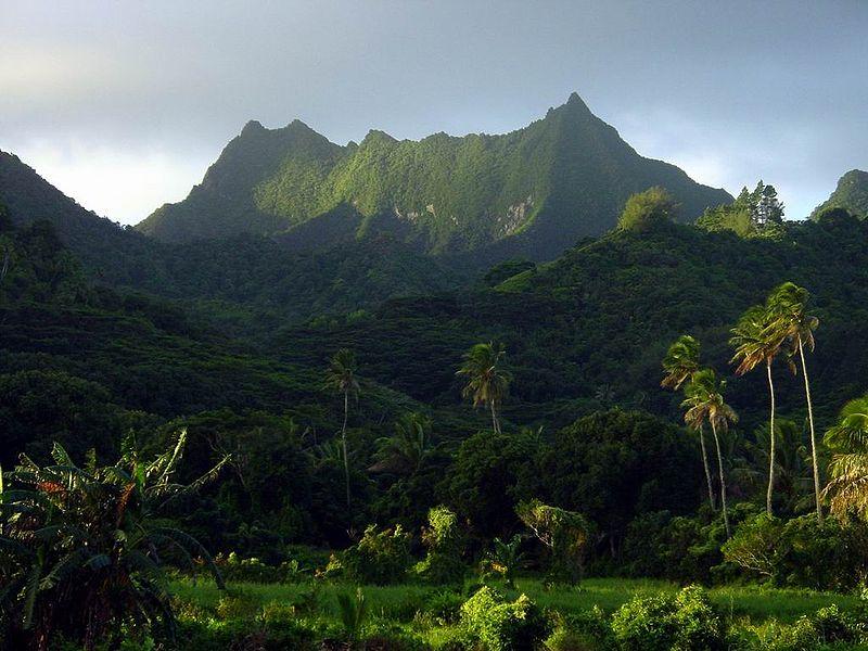 File:CookIslands-Rarotonga-TeManga-mgl20030609-01.jpg