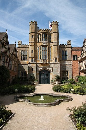 Coughton Court - Image: Coughton Court gatehouse geograph.org.uk 1362441