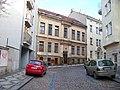 Dalimilova ulice, dům v zalomení.jpg