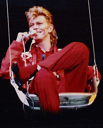 Bowie performing during the Glass Spider Tour, 1987 David Bowie (1987).jpg