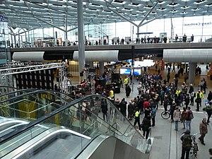 Den Haag Centraal railway station - Main hall of Den Haag Centraal, 2016