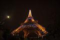 Destellos en la Torre Eiffel (8250788442).jpg
