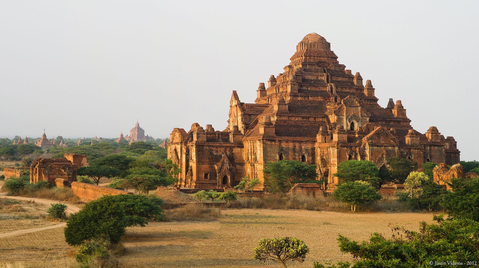 Dhammayangyi Temple at Bagan,Myanmar.jpg