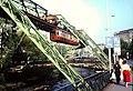 Dia von Wuppertal, Schwebebahn-Kaiserwagen über dem Island-Ufer.jpg