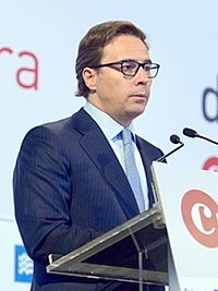 "Dimas Gimeno, President del Consell d'administració de ""El Corte Inglés"", 6 de març de 2018 (cropped).jpg"
