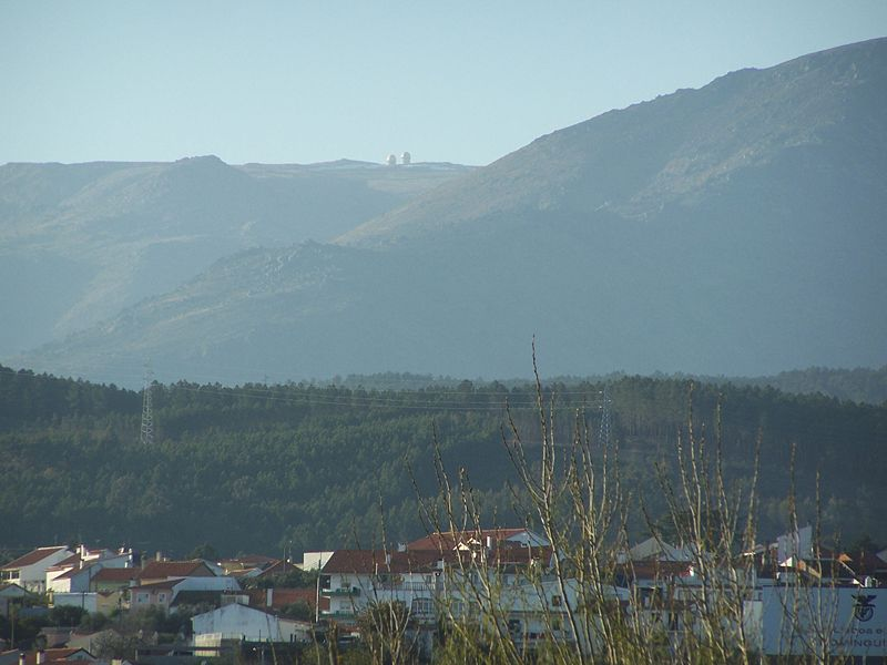 Image:Dominguizo com a Torre na Serra da Estrela à vista.JPG