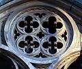Duomo di firenze, medaglioni intarsiati in marmi nei timpani delle finestre sui fianchi 12,1.jpg