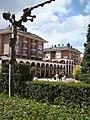 """Edificio """"Los Arcos"""" (Guardo) - panoramio.jpg"""