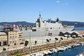 "El ""Juan Carlos I"" L-61 zarpa de Vigo (48180933811).jpg"