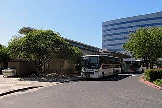 Emeryville station - Thruway buses at Emeryville station