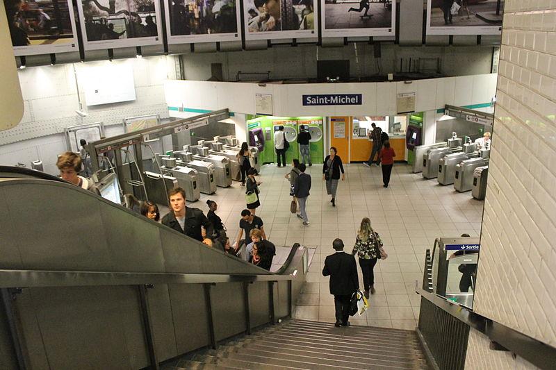 File escalator saint michel metro paris 11 july - Saint michel paris metro ...