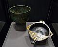 """Escudella tipus """"Hemmoor"""" i bol amb broc i coberta parcial, s. II - III dC, Museu Històric del Palatinat.JPG"""