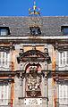 Escudo y corona en la Plaza Mayor de Madrid.jpg