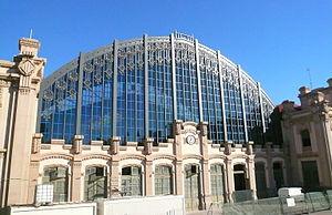 Estació del Nord (Barcelona) - The facade, with sports hall behind
