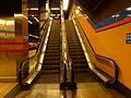 Estación de Alonso Cano, dos escaleras, Línea 7, Madrid, España, 2015.JPG