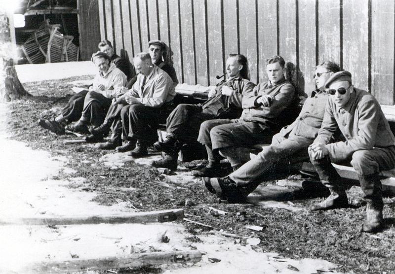 File:Fanger på Falstad Nedre 1942 - Prisoners at Falstad Nedre 1942 (5327123758).jpg