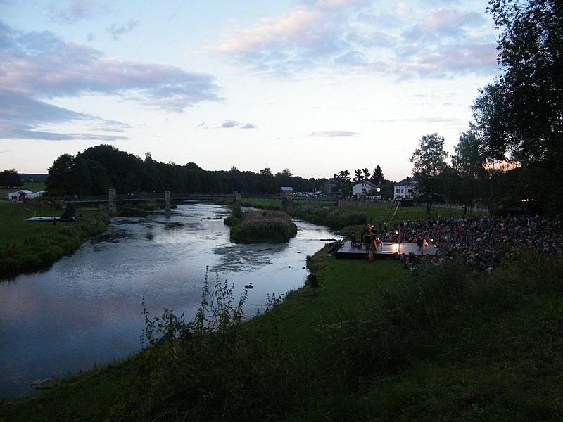 Festival de Chassepierre - 20 août 2016 Vue sur le terrain situé entre la Semois et la rue du Breux, proche de la passerelle.