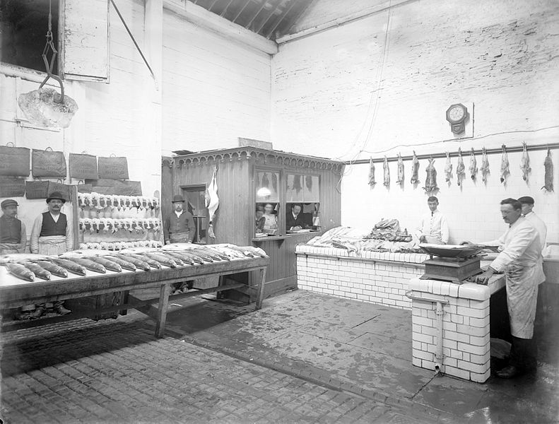 File:Flynn and Youngs, Fishmongers & Poulterers.jpg