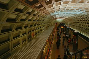Foggy Bottom–GWU station - Image: Foggy Bottom station platform