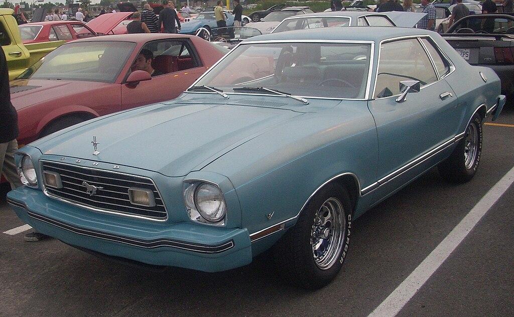 1024px-Ford_Mustang_II_%28Centropolis_La