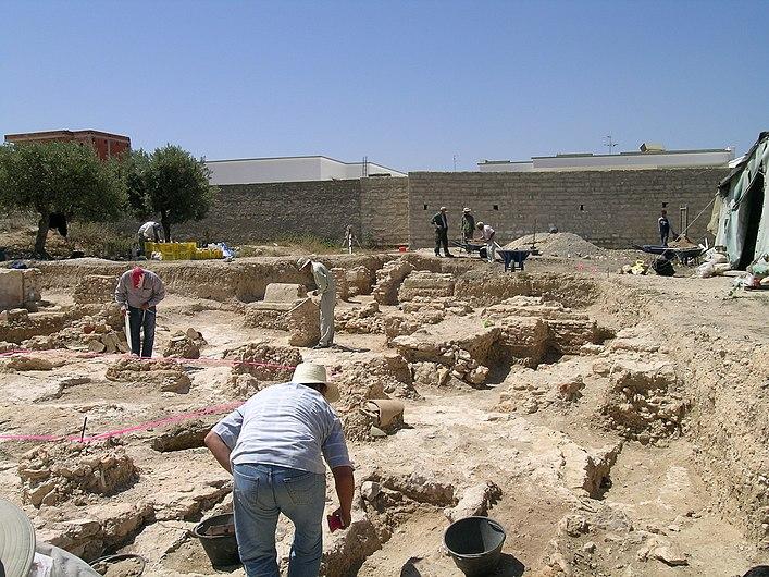 Fouille archéologique à Lamta.jpg