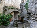 Fountain in Crestet - panoramio.jpg