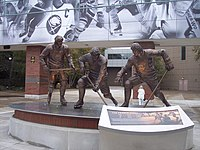 French connection statue.JPG