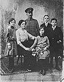 Frey, Ferdinand - Eine klassische Familiengruppenaufnahme (Zeno Fotografie).jpg