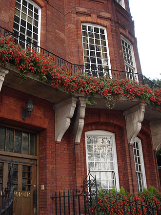 Chelsea Embankment - Garden Corner, 13 Chelsea Embankment, London