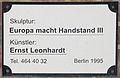 Gedenktafel Grieser Platz (Schmarg) Europa macht Handstand III Ernst Leonhardt 1995.jpg