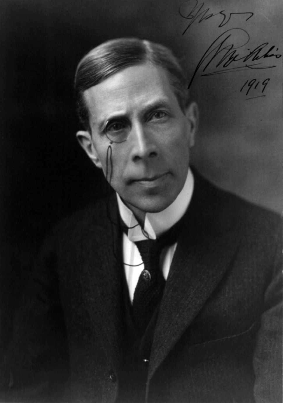 Black and white photo of George Arliss in 1919.