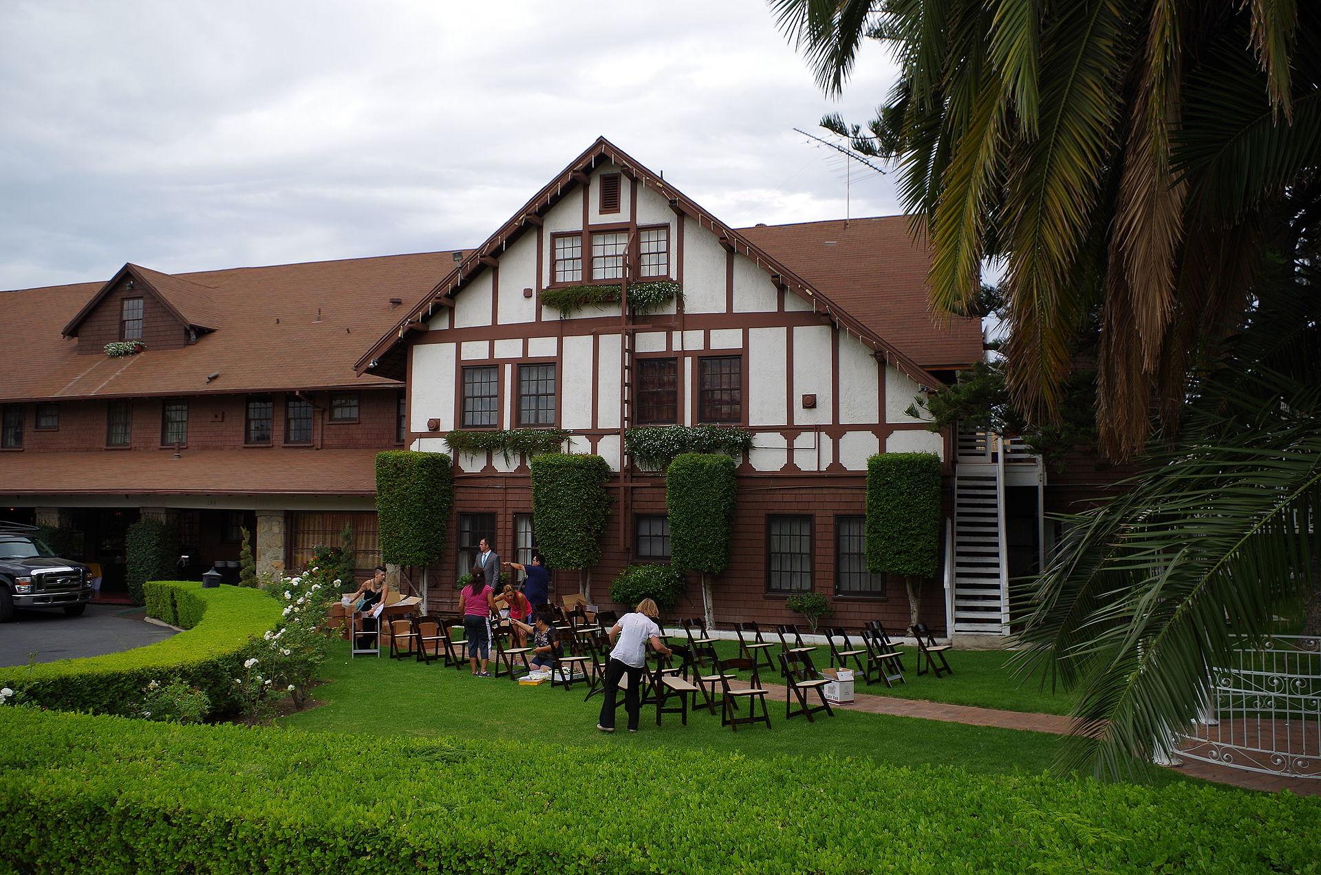Tavern United Garden City