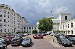 Gmach Sejmu od strony ulicy Piotra Maszyńskiego.jpg