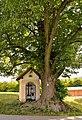 Griesbauerkapelle & Tilia, Kasten bei Böheimkirchen.jpg