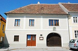 GuentherZ_2011-07-09_0239_Pulkau_Haus_Hauptplatz4.jpg