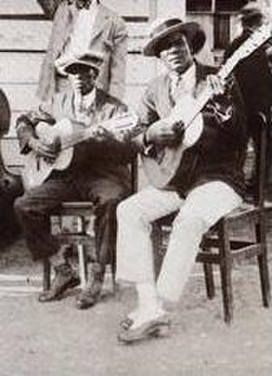 Guajeo - Playing guajeos on guitar and tres in Cuban son music (1925).