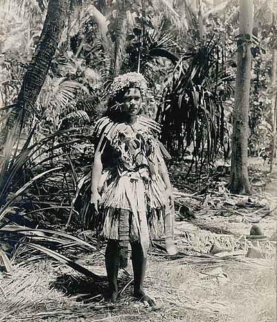 1900, женщина на Фунафути, Тувалу, тогда известном как острова Эллис.