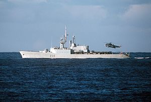 HMCS Assiniboine (DDH 234) underway in 1986