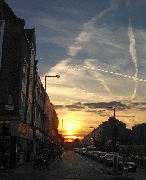 Chemtrails: daño al sistema nervioso cae desde el cielo 484px-Hackney_sunset