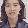 Han Ye-ri para Marie Claire Korea -마리25주년 스타들의 축하 릴레이 - 한예리.jpg