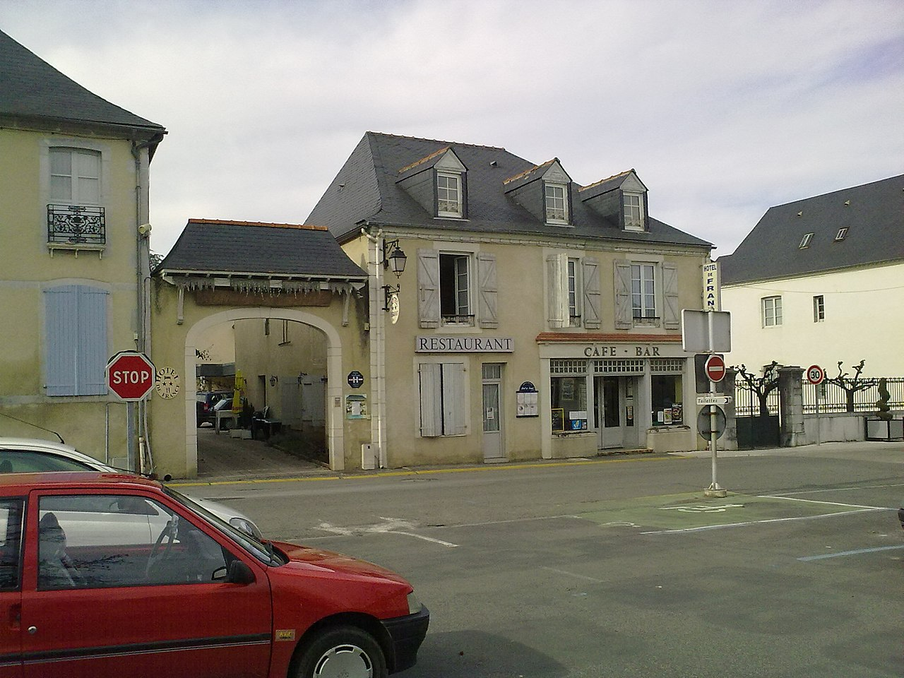 File hotel restaurant de france sur la place sainte foix for Hotel original france