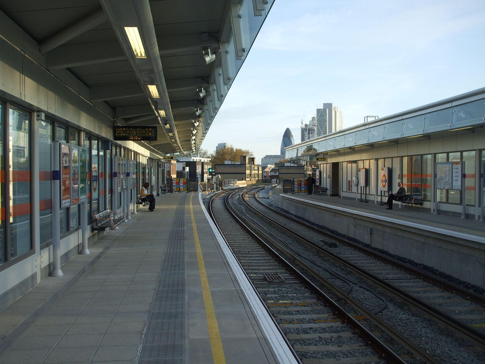 Hoxton railway station - Wikipedia