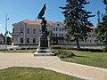 I. világháborús emlékmű és Városháza, 2019 Tapolca.jpg